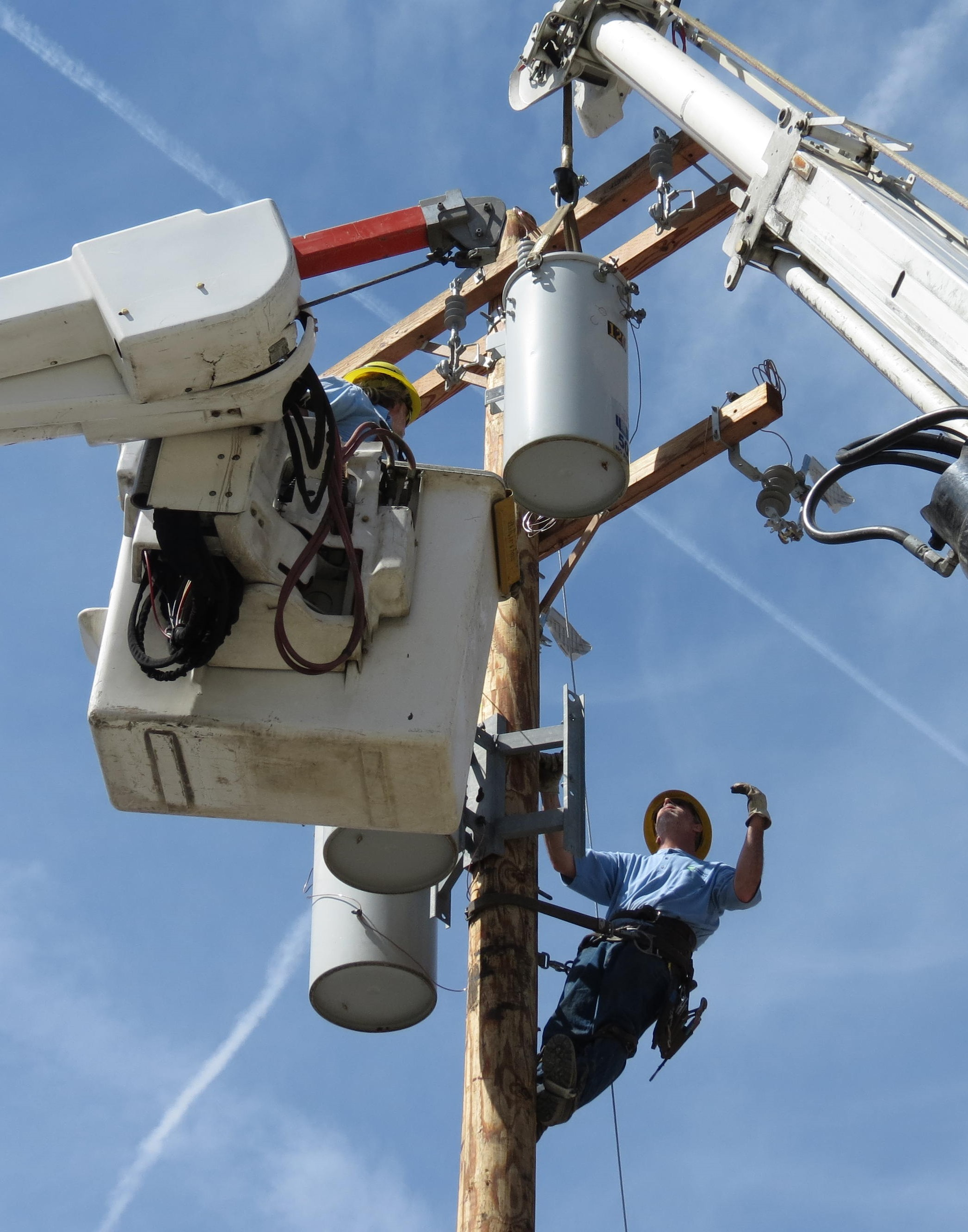 Image of linemen working